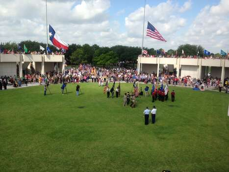 Observing Memorial Day on Monday at Houston National Cemetery. Photo: James Nielsen/Chronicle