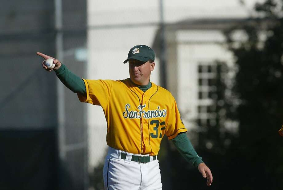USFBASEBALL27H-C-26MAR02-SP-JC-- USF Dons head coach Nino Giarratano signals to his bullpen as the Dons host the Stony Brook Sea Wolves of New York in San Francisco on Tuesday afternoon at Benedetti Diamond. Photo by Jeff Chiu / The Chronicle. Photo: Jeff Chiu, SFC