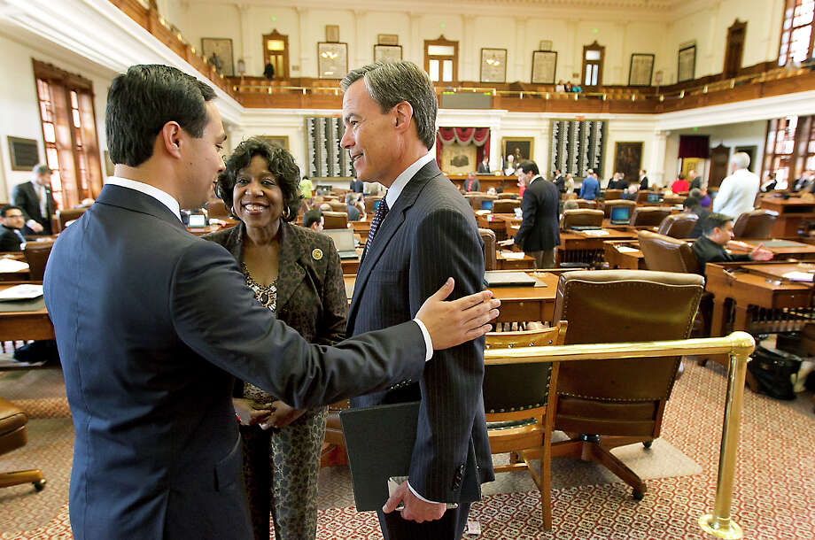 U.S. Rep. Joaquin Castro, left, visits with Rep. Ruth Jones McClendon and Speaker of the House Joe Straus on Monday, the last day of the 83rd Legislature. Photo: Rodolfo Gonzalez, MBO / Austin American-Statesman