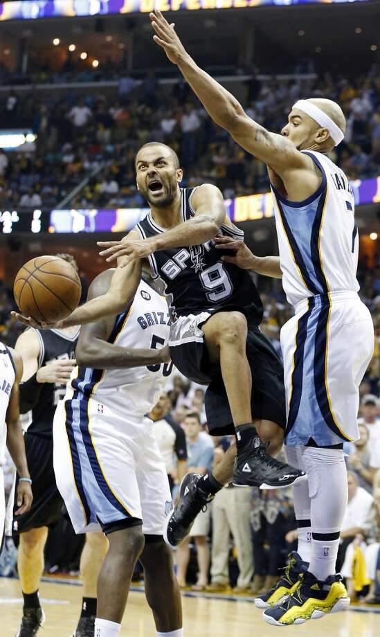 San Antonio Spurs' Tony Parker shoots between Memphis Grizzlies' Zach Randolph and Memphis Grizzlies' Jerryd Bayless during second half action Game 4 of the 2013 Western Conference finals against the Memphis Grizzlies Monday May 27, 2013 at the FedEx Forum in Memphis, Tenn. The Spurs won 93-86.