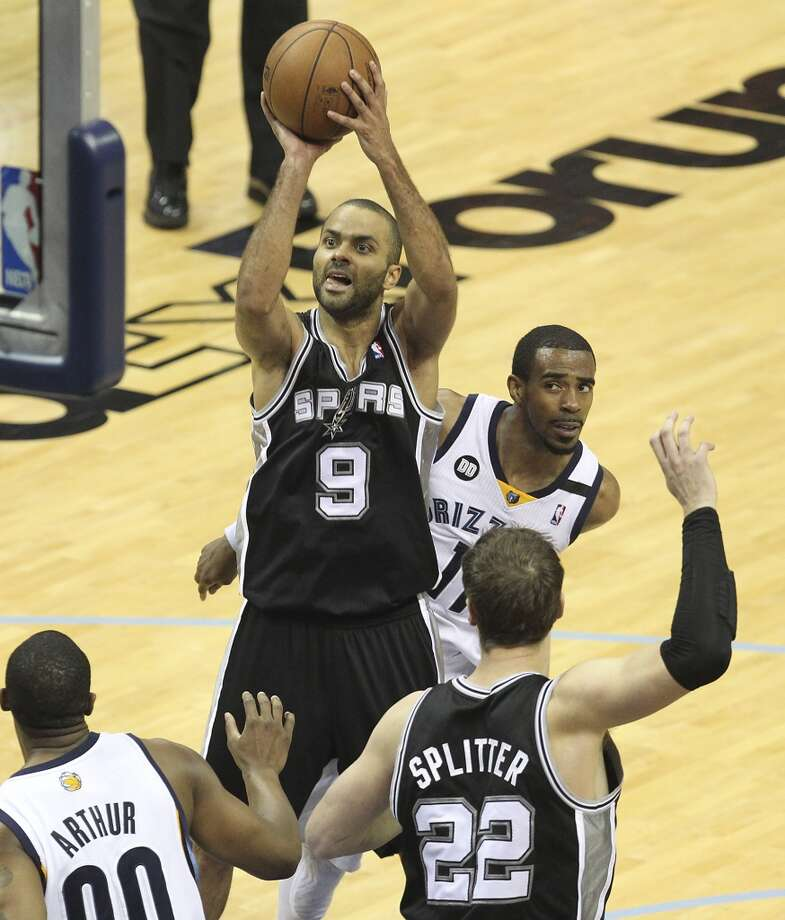 Spurs' Tony Parker (09) takes a jumper against the Memphis Grizzlies in Game 4 of the 2013 Western Conference Finals at the FedEx Forum in Memphis on Monday, May 27, 2013. (Kin Man Hui/San Antonio Express-News)