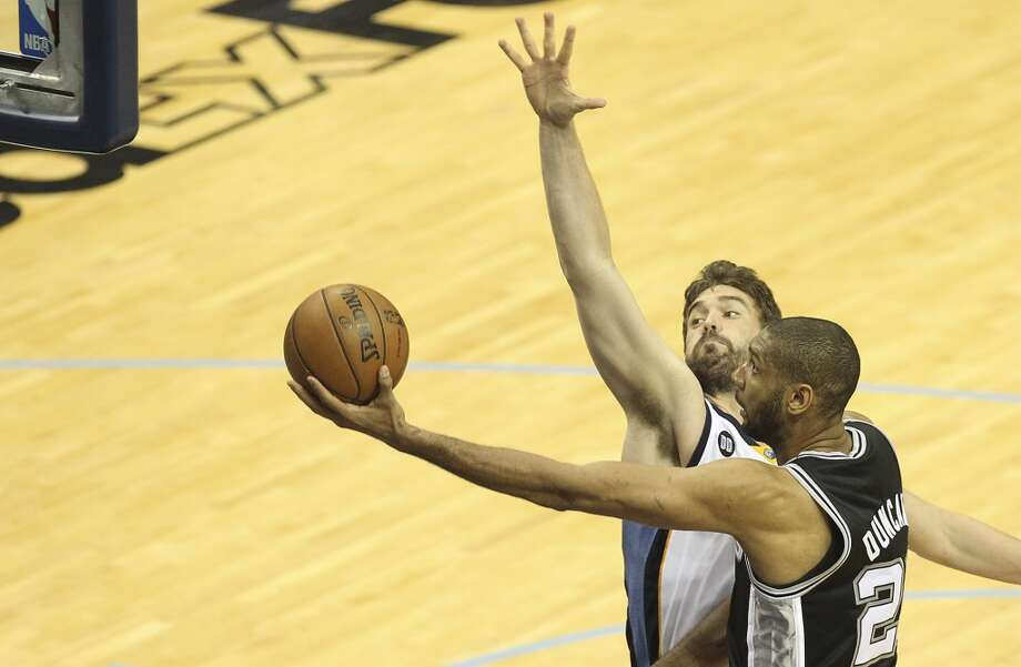 Spurs' Tim Duncan (21) attempts a layup against Memphis Grizzlies' Marc Gasol (33) in Game 4 of the 2013 Western Conference Finals at the FedEx Forum in Memphis on Monday, May 27, 2013. (Kin Man Hui/San Antonio Express-News)