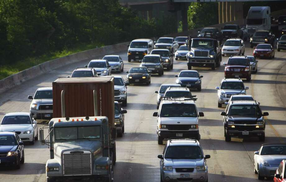 Relatively minor wrecks jam a number of key freeways in Houston during Tuesday morning's commute. Photo: (Cody Duty / Houston Chronicle)