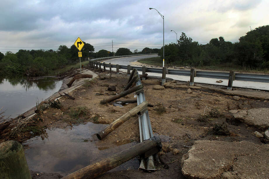 The exits and on ramps to U.S. Highway 281 at Basse road remain closed Tuesday May 28, 2013 after flooding on the Memorial Day weekend. Photo: JOHN DAVENPORT, SAN ANTONIO EXPRESS-NEWS / ©San Antonio Express-News/Photo may be sold to the public