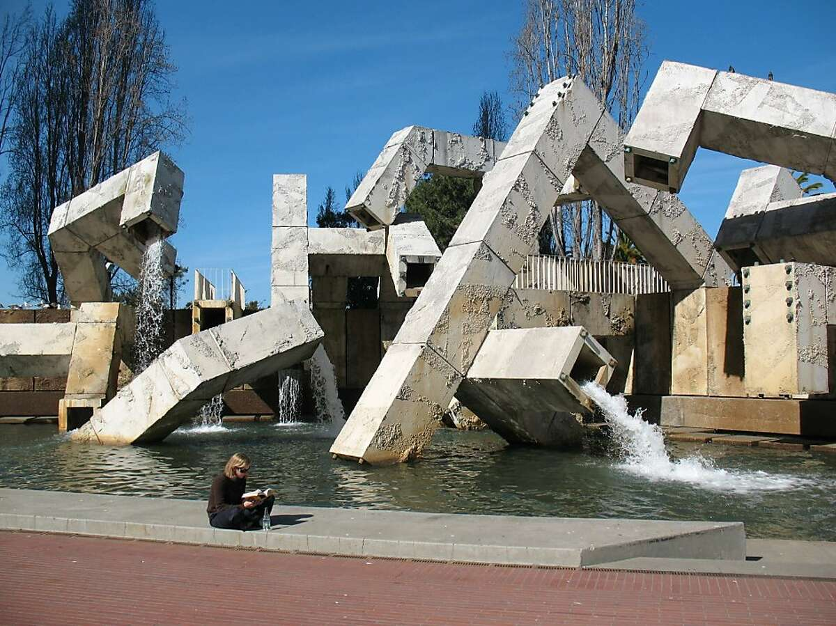 The Vaillancourt Fountain at San Francisco's Justin Herman Plaza is back on to the delight of tourists and downtown workers alike.