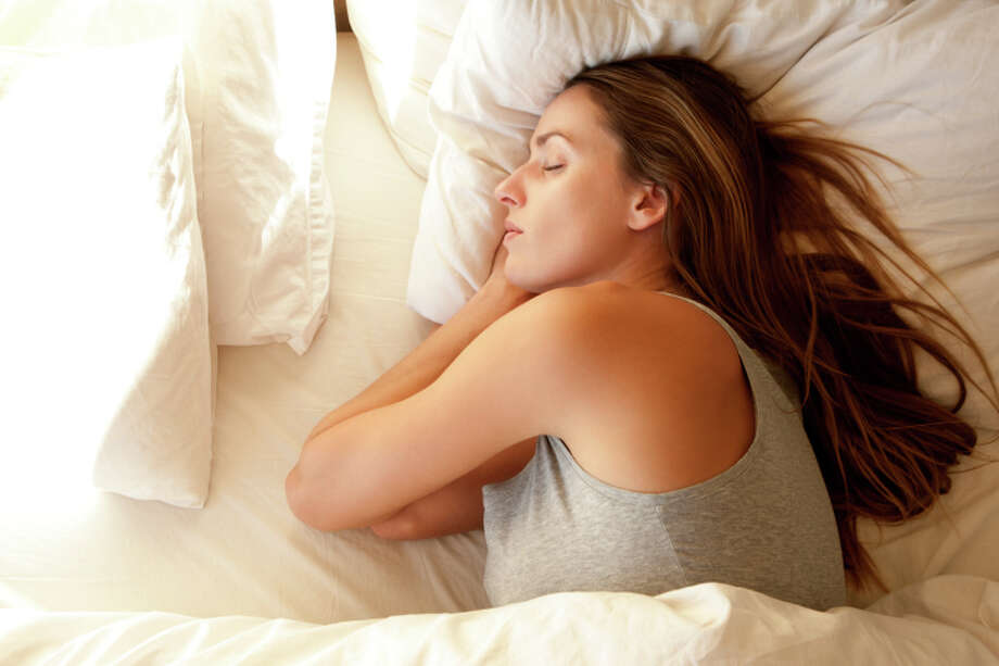 PILLOW Your pillow matters, too. Pick one that supports your head and neck. (Maas has a line of pillows called Sleep for Success!; you'll find them at Bed, Bath & Beyond.) Photo: B2M Productions, Getty Images / (c) B2M Productions