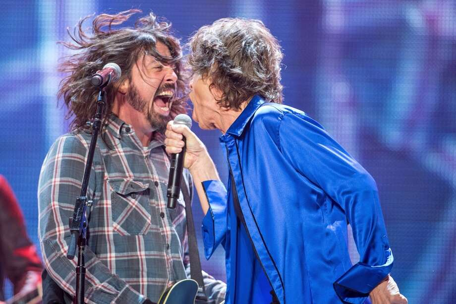 Dave Grohl (L) performs as a special guest with Mick Jagger of the Rolling Stones at Honda Center on May 18, 2013 in Anaheim, California.  (Photo by Paul A. Hebert/FilmMagic)