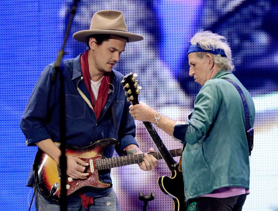 Musician John Mayer (L) performs with Keith Richards of The Rolling Stones at The Honda Center on May 15, 2013 in Anaheim, California.  (Photo by Kevin Winter/Getty Images)