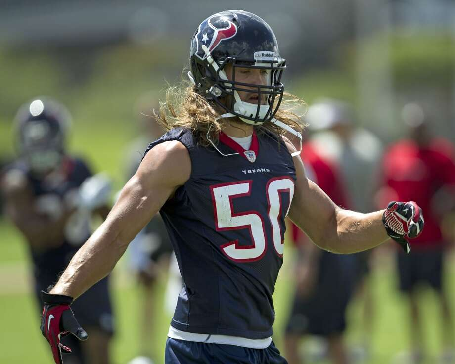 Linebacker Bryan Braman takes part in a drill.