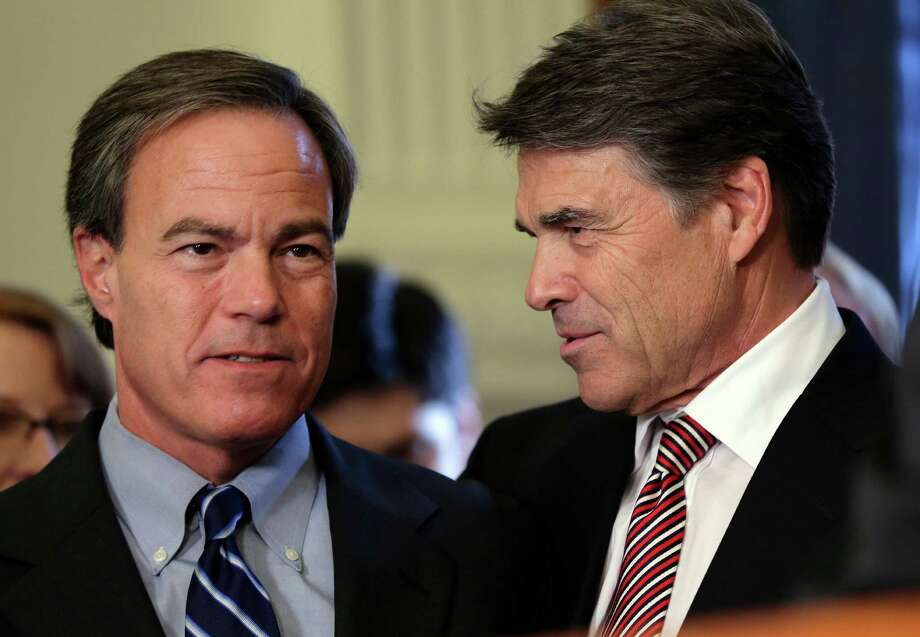 Gov. Rick Perry, right, talks with Speaker of the House Joe Straus, R-San Antonio, during a ceremonial signing of a water fund bill on Tuesday. Photo: Eric Gay, STF / AP