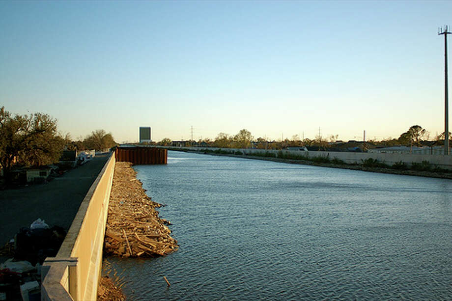 Know where nearby levees and dams are:  Identify levees and dams in your area and determine whether they pose a hazard to you.Photo: Kilgub, FlickrSource: FEMA Photo: Flickr