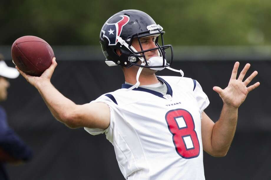 Quarterback Matt Schaub throws a pass.