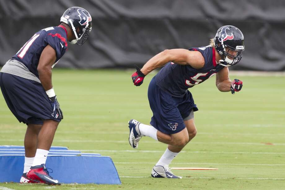Texans linebackers Ja' Gared Davis, left, and Brian Braman (50) run a drill.