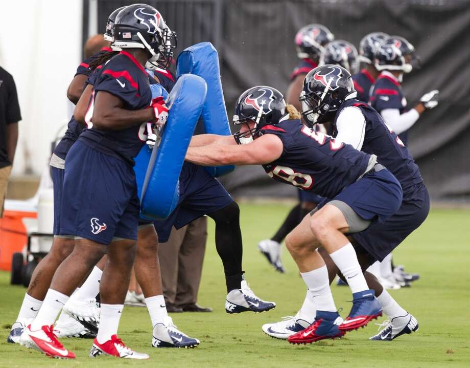 Linebacker Brooks Reed (58) takes part in a drill.