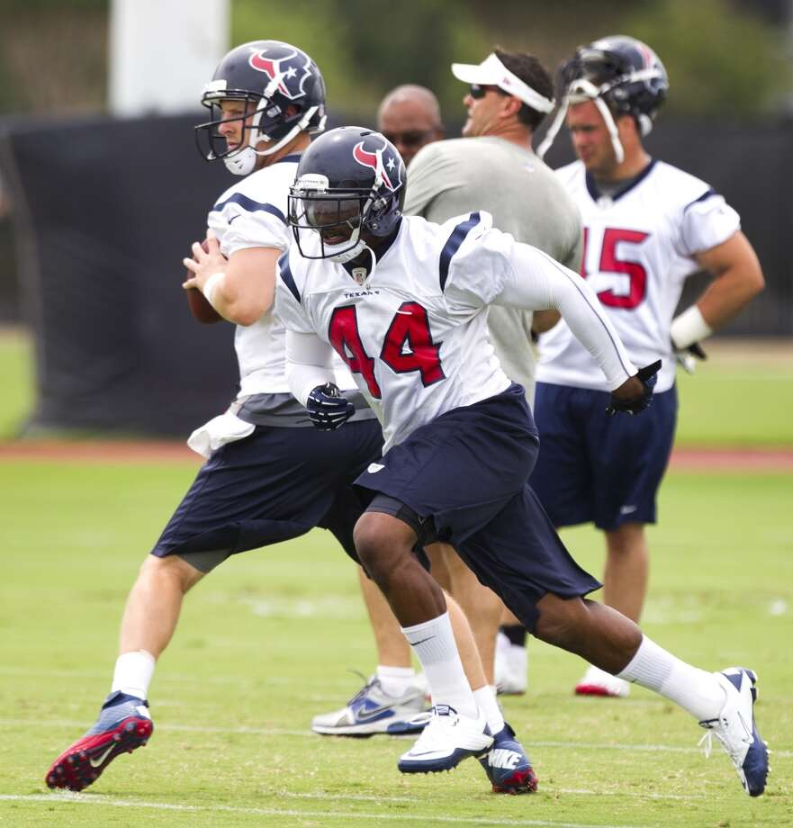 Texans running back Ben Tate (44) sprints out of the backfield as quarterback T.J. Yates drops back to pass.