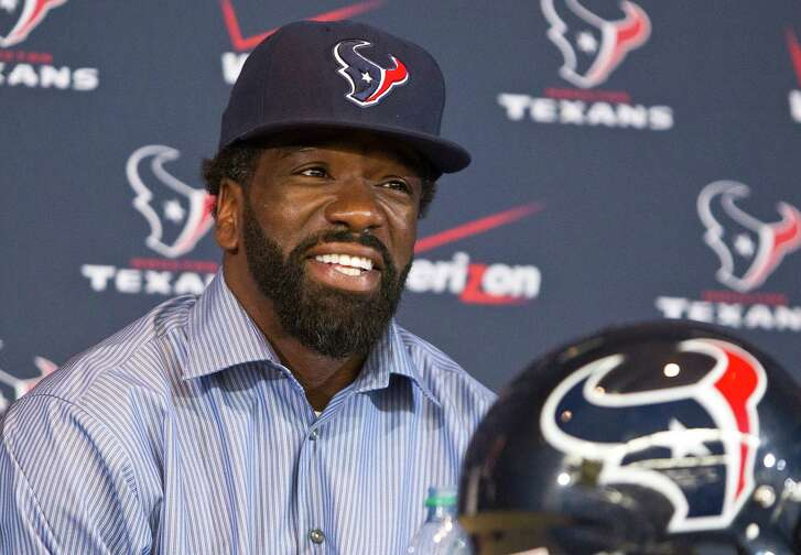 Ed Reed smiles during a news conference where he was introduced as a member of the Houston Texans NFL football team Friday, March 22, 2013, in Houston.  Former Baltimore Ravens' Reed signed with the Texans, bolstering their defense with championship experience. (AP Photo/Houston Chronicle, Nick de la Torre)  MANDATORY CREDIT