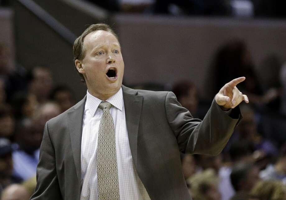 San Antonio Spurs assistant coach Mike Budenholzer talks to his players during the fourth quarter of an NBA basketball game against the Phoenix Suns, Saturday, Jan. 26, 2013, in San Antonio, Texas. Budenholzer continued to fill in for San Antonio Spurs head coach Gregg Popovich who is out sick. San Antonio won 108-99. (AP Photo / Eric Gay)