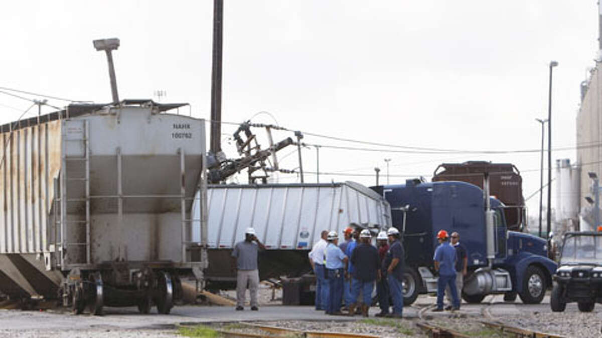 A train slammed into an 18-wheeler Thursday morning, backing up motorists in the Ship Channel area. It's the second such wreck in two days in the Houston area.