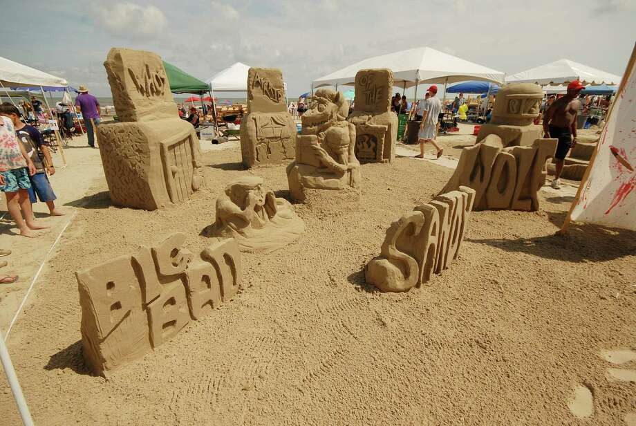 "Dow Sandcastlers, a team from Dow Chemical, won the Silver Shovel (second place) with ""Storytelling With Sand."" Photo: William Hebel"