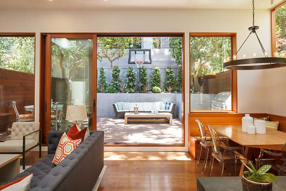 A wall of glass and a sliding door separate the great room from the backyard. Photo: Jacob Elliott Photography