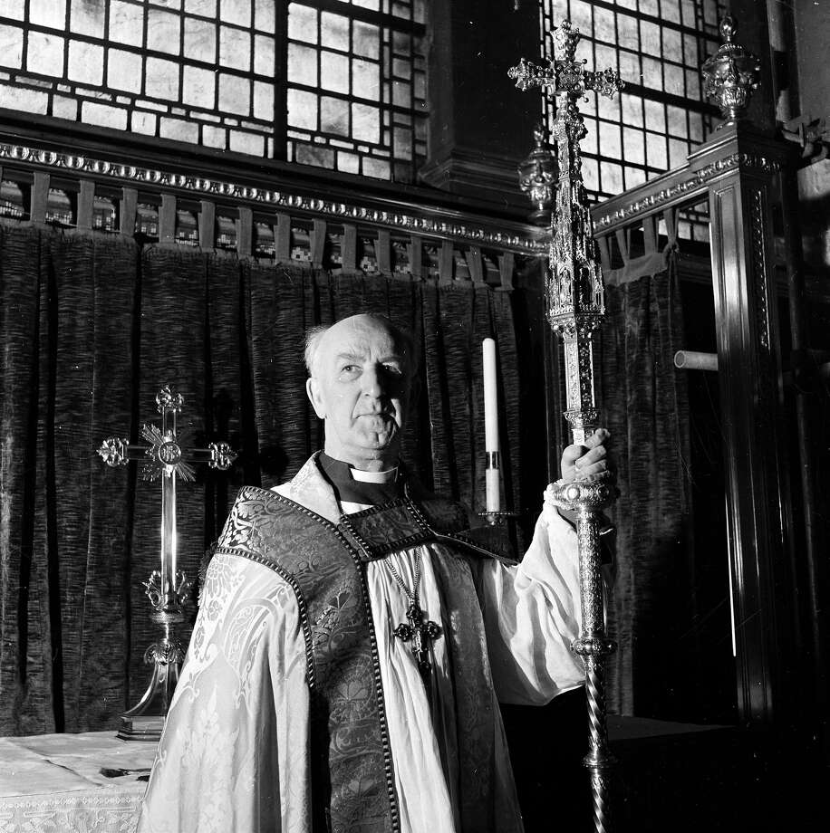 Dr. Geoffrey Fisher, Archbishop of Canterbury poses before performing Queen Elizabeth II's coronation ceremony. Photo: Bert Hardy, Getty Images / Hulton Royals Collection