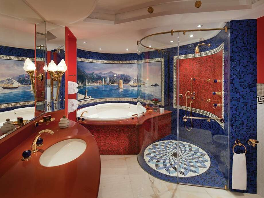 Even the bathrooms are luxurious, with marble Jacuzzi tubs and elegant tiles.Source: Business Insider Photo: Business Insider