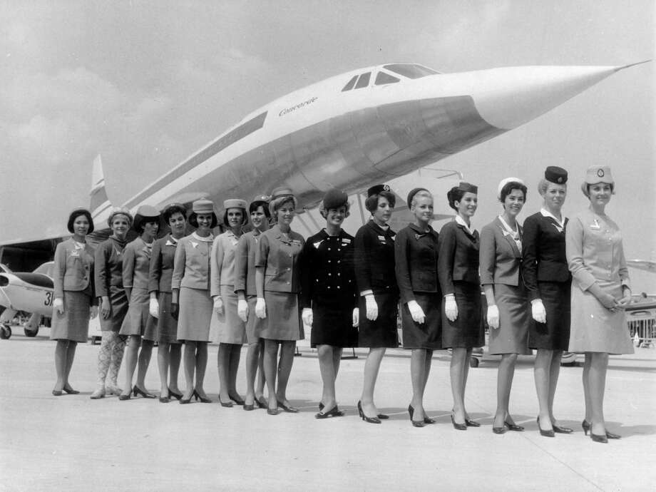 Flight attendants pose in front of a scale-model of the Concorde. Photo: Keystone, Getty Images / 2003 Getty Images