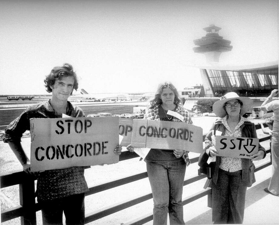 U.S. authorities initially banned Concorde flights, citing noise concerns. But they allowed the airplane to serve Washington, D.C., in 1976, drawing these protesters. Photo: Gamma-Keystone Via Getty Images