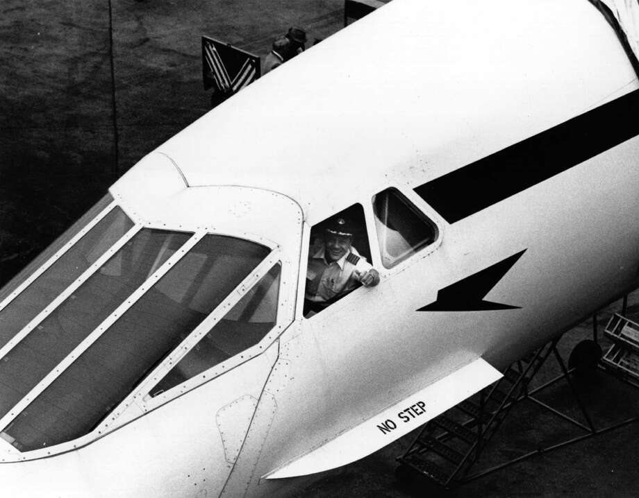 Service to New York started in 1977. Here, Capt. Brian Walpole smiles from the cockpit of the first Concorde to fly from London to New York, on November 22, 1977. Photo: Brian Alpert, Getty Images / Hulton Archive