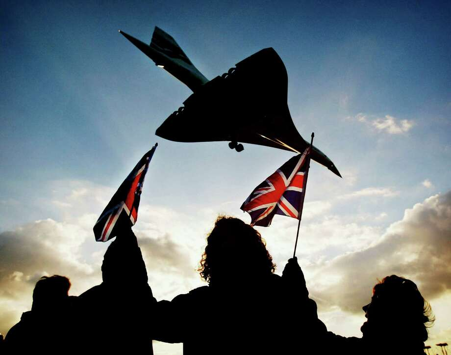 The final British Airways commercial Concorde flight touched down at London Heathrow airport on October 24, 2003. Photo: Graeme Robertson, Getty Images / 2003 Getty Images