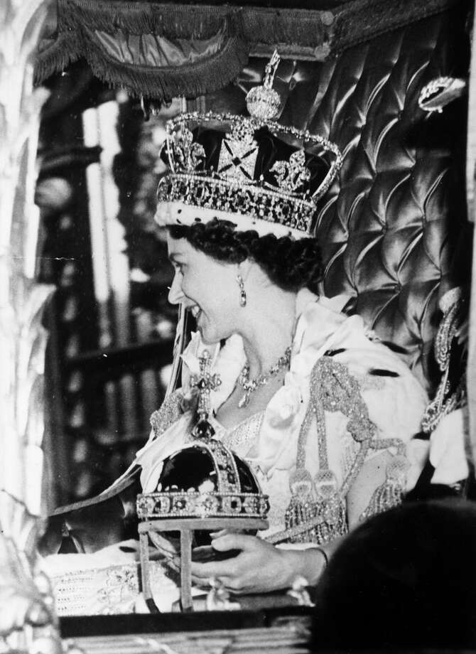 Queen Elizabeth II wearing the State Crown and carrying the State orb in a Royal carriage after her Coronation ceremony. Photo: Picture Post, Getty Images / Hulton Royals Collection