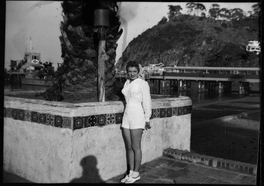 Norma Jeane Baker, future film star Marilyn Monroe (1926 - 1962), on the sea front at Avalon, Santa Catalina Island, circa 1943. Her first husband, Jim Dougherty was stationed on the island's boot camp at the time. In the background is the famous green pleasure pier. (Photo by Silver Screen Collection/Hulton Archive/Getty Images) Photo: Silver Screen Collection, Multiple / 2006 Getty Images