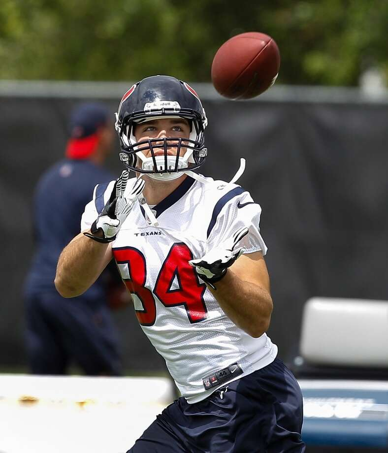 Tight end Ryan Griffin looks to catch a pass.