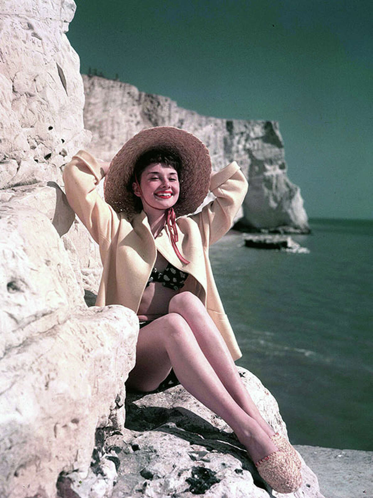 By the beach, 1951. The advantages to a wide-brim hat like Hepburn's are twofold: extra sun protection and serious chicness.