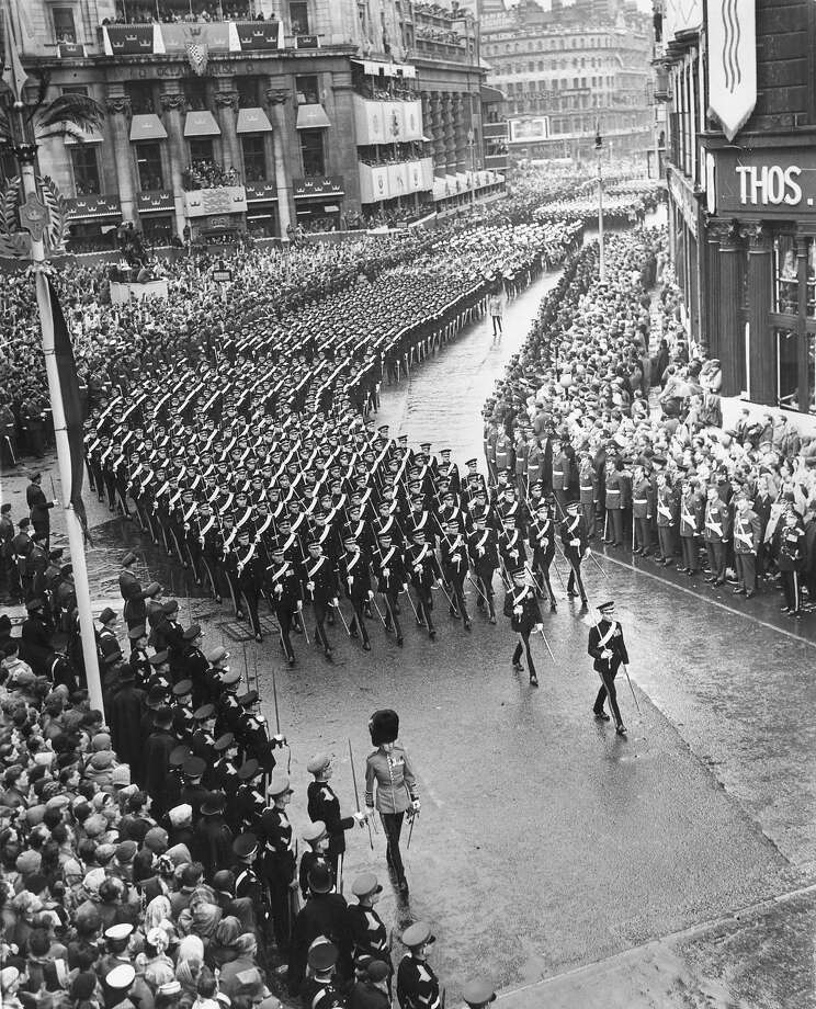 Soldiers marching through a Central London street lined with crowds during a procession in honour of Queen Elizabeth II's coronation. Photo: Central Press, Getty Images / Hulton Royals Collection