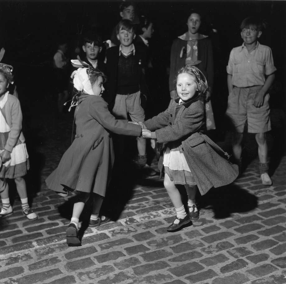 A couple of East End girls dancing in the street during Queen Elizabeth II's Coronation celebrations in London. Photo: John Chillingworth, Getty Images / Hulton Royals Collection
