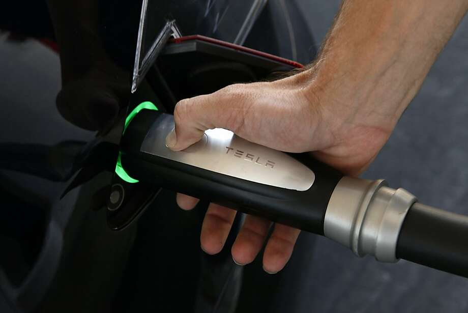 Tesla will produce batteries for its electric cars at the new factory. Photo: Patrick T. Fallon, Bloomberg