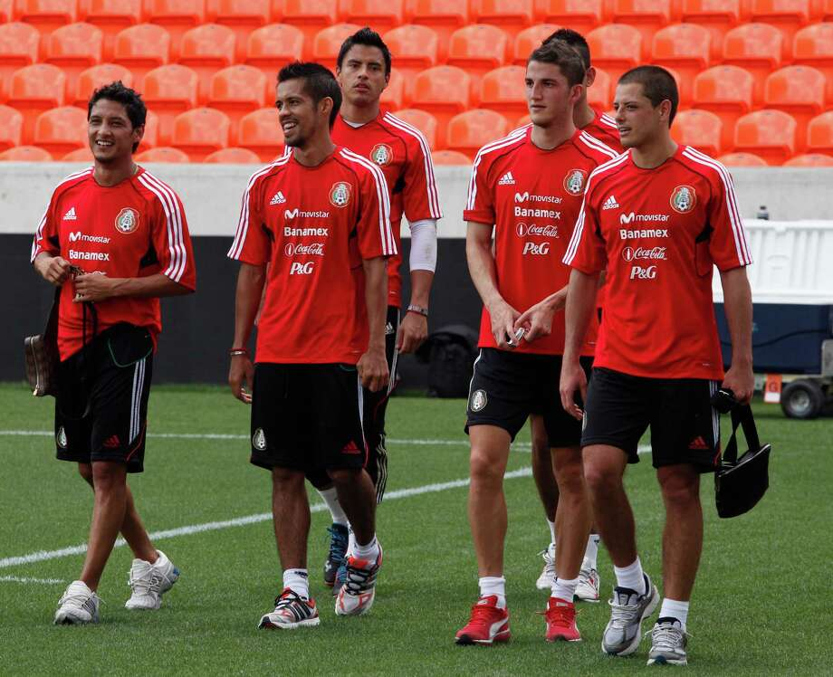 The Mexico National Team soccer team practices, May 28, 2013 in Houston at Dynamo Stadium. Photo: Eric Kayne, For The Chronicle / 2013 Eric Kayne