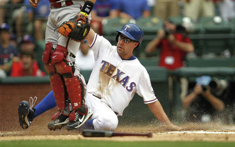 Left fielder David Murphy scores one of Texas' four runs in the third inning Thursday. The Rangers snapped a three-game losing streak with the win. Photo: Ron Jenkins / Fort Worth Star-Telegram