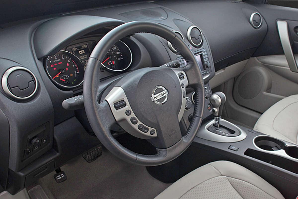 2013 Nissan Rogue SV AWD (photo courtesy Nissan)