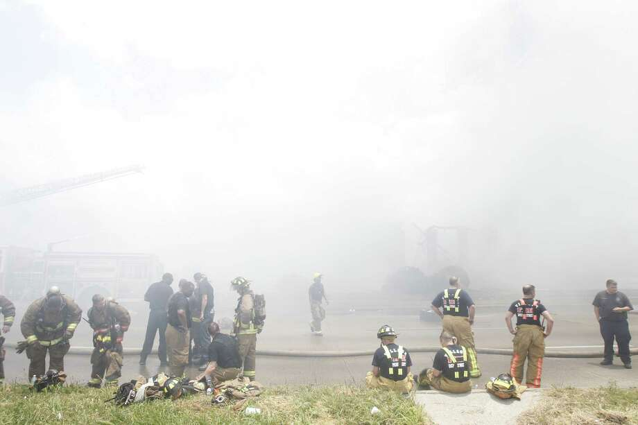 Firefighters on the scene. Photo: Cody Duty/ Houston Chronicle