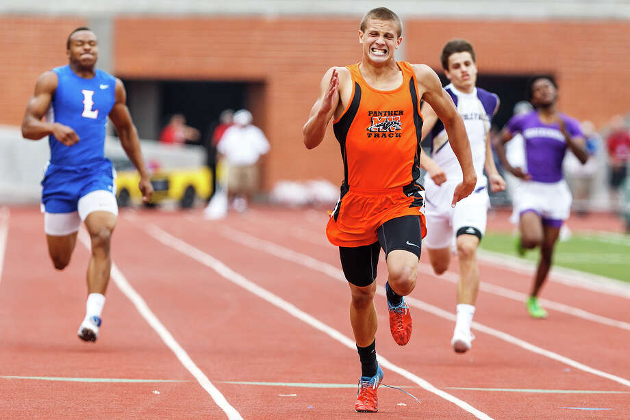 Medina Valley's Steven Champlin won the 400 meters at the Region IV-4A meet in 47.81 seconds. Marvin Pfeiffer / San Antonio Express-News Photo: MARVIN PFEIFFER, Marvin Pfeiffer / Prime Time New / Prime Time Newspapers 2013