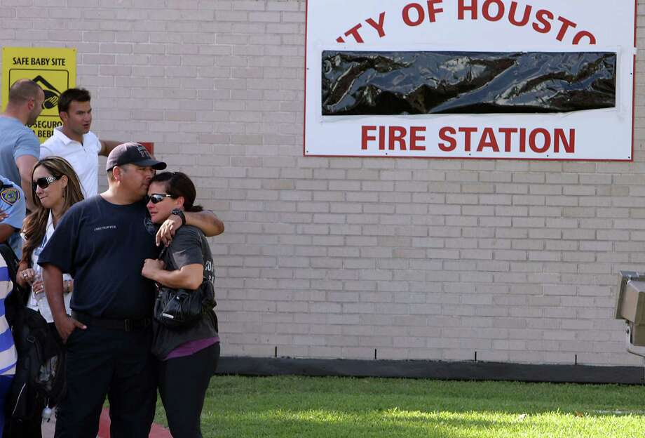 Mourners outside HFD station 51 (James Nielsen/Chronicle) Photo: James Nielsen, Houston Chronicle / © 2013  Houston Chronicle