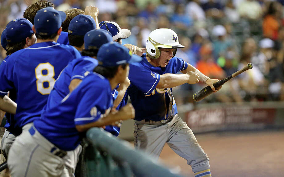 Connor McDonough scores the go-ahead run in a 3-2 win over Corpus Christi Moody in a best-of-3 Class 4A regional final at Whataburger Stadium. Photo: Tom Reel, San Antonio Express-News