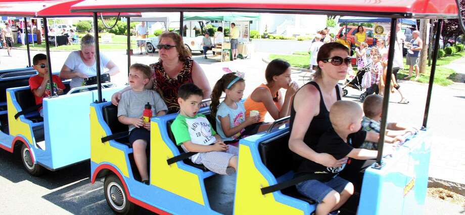 Hundreds turned out for the annual Stratford Main Street Festival Saturday afternoon. Photo: Jeff Bustraan / Connecticut Post