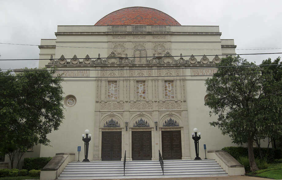 Though the building of Temple Beth-El was completed in 1927, the Reform Jewish congregation it houses can claim a much older heritage. Photo: Kin Man Hui, San Antonio Express-News / ©2013 San Antonio Express-News