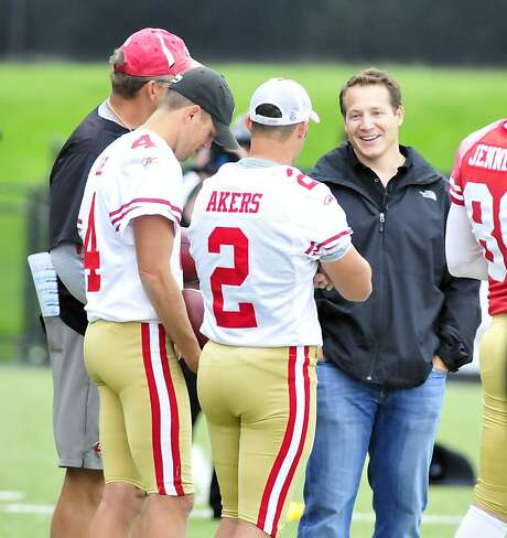 YOUNGSTOWN, OHIO - SEPTEMBER 29, 2011: Former head coach Eric Mangini of the New York Jets and Cleveland Browns smiles while talking with kicker David Akers #2 and punter Andy Lee #4 of the San Francisco 49ers during practice at Stambaugh Stadium at Youngstown State University in Youngstown, Ohio on September 29, 2011. (Photo by David Dermer/Diamond Images/Getty Images) Photo: Diamond Images, Diamond Images/Getty Images