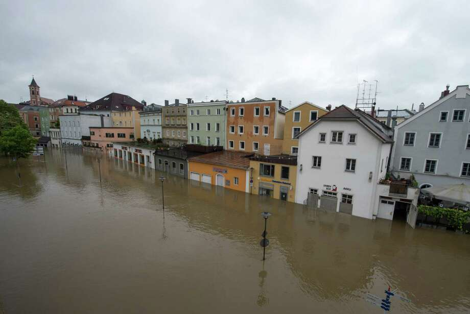 Parts of the old town re flooded by the river Danube in Passau, southern Germany, Sunday, June 2, 2013. Heavy rainfalls cause flooding along rivers and lakes in Germany, Austria and the Czech Republic. Photo: AP