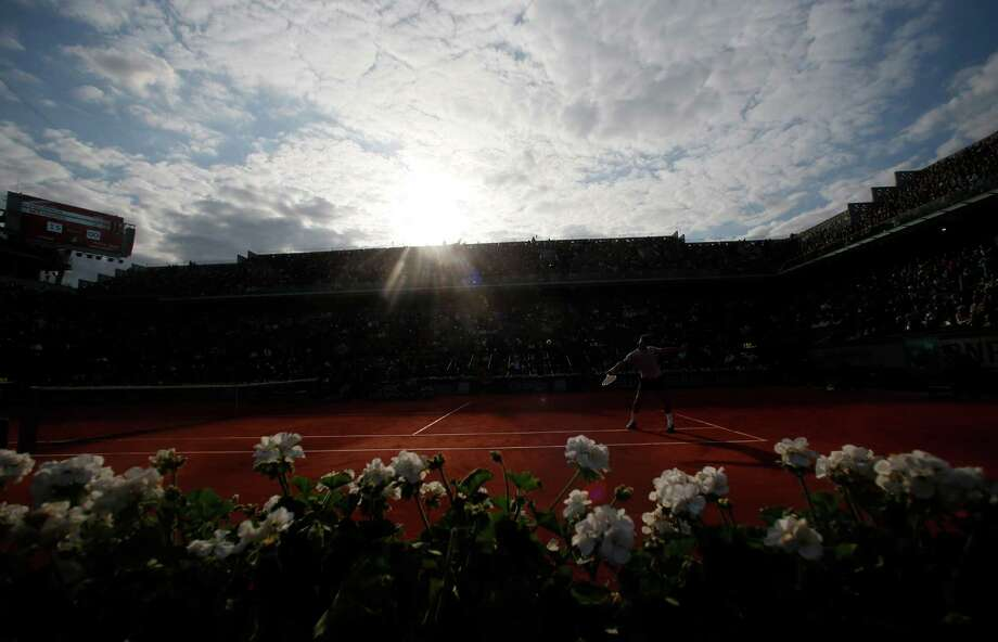Switzerland's Roger Federer returns the ball to France's Gilles Simon during their fourth round match of the French Open tennis tournament at the Roland Garros stadium, Sunday, June 2, 2013 in Paris. Photo: Petr David Josek, AP / AP