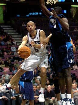 New Jersey Nets' Jason Kidd, left, looks to pass the ball around Dallas Mavericks' DeSagana Diop during second quarter NBA basketball Tuesday, Dec. 5, 2006 in East Rutherford, N.J. Photo: BILL KOSTROUN, AP / AP